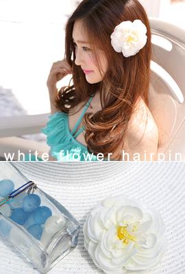 白いお花ヘアピン