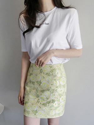 モアダンティーシャツ